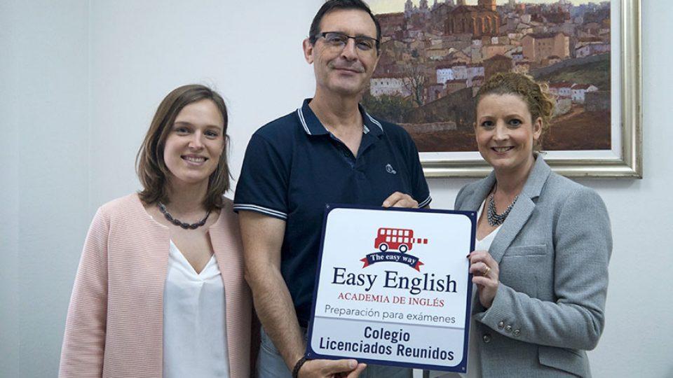 entrega-placa-colegio-licenciados-reunidos-easyenglish-nsp-national-school-project