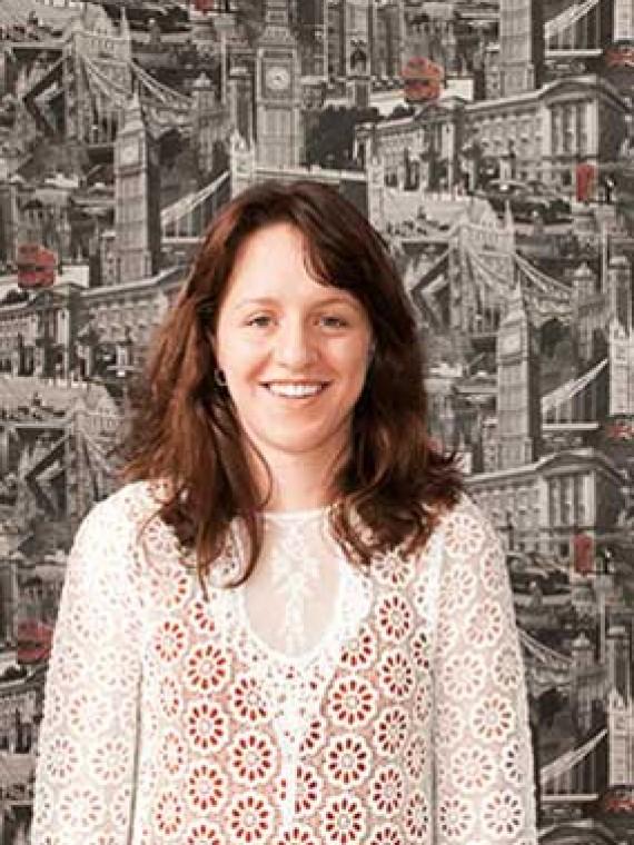 Maxine Simpson Profesora de inglés, especialista en niños pequeños y exámenes oficiales